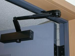 Slik installerer en global Door Closer