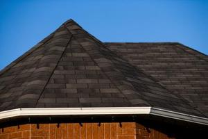 Slik installerer en Shingle Roof Cap