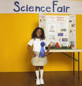 Hvordan sette opp en Tri-Fold Board for en Science Fair Bilde