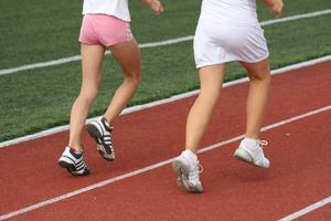 Walking Shoes Vs.  Cross-Training Sko